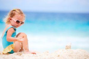 I bambini non andrebbero esposti al sole, nemmeno quello cittadino, fino ai 6 mesi d'età