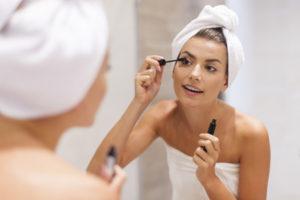 Trucco estivo: per evitare l'effetto panda, sì a mascara waterproof e a formule long-lasting