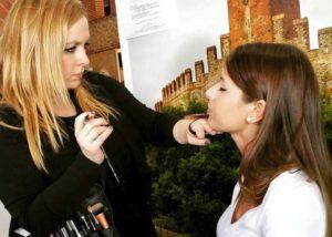 Roberta quando non si scrive, fa la make up artist. Il successo per una blogger deriva dal sapere trasformare una passione in un lavoro.